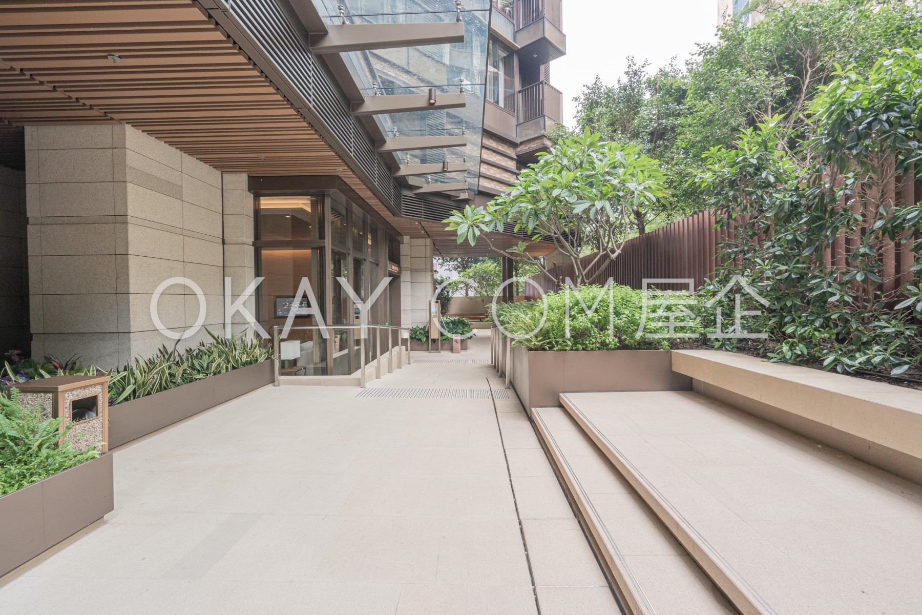 Lobby - Garden
