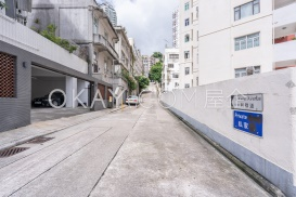 15-16 Li Kwan Avenue
