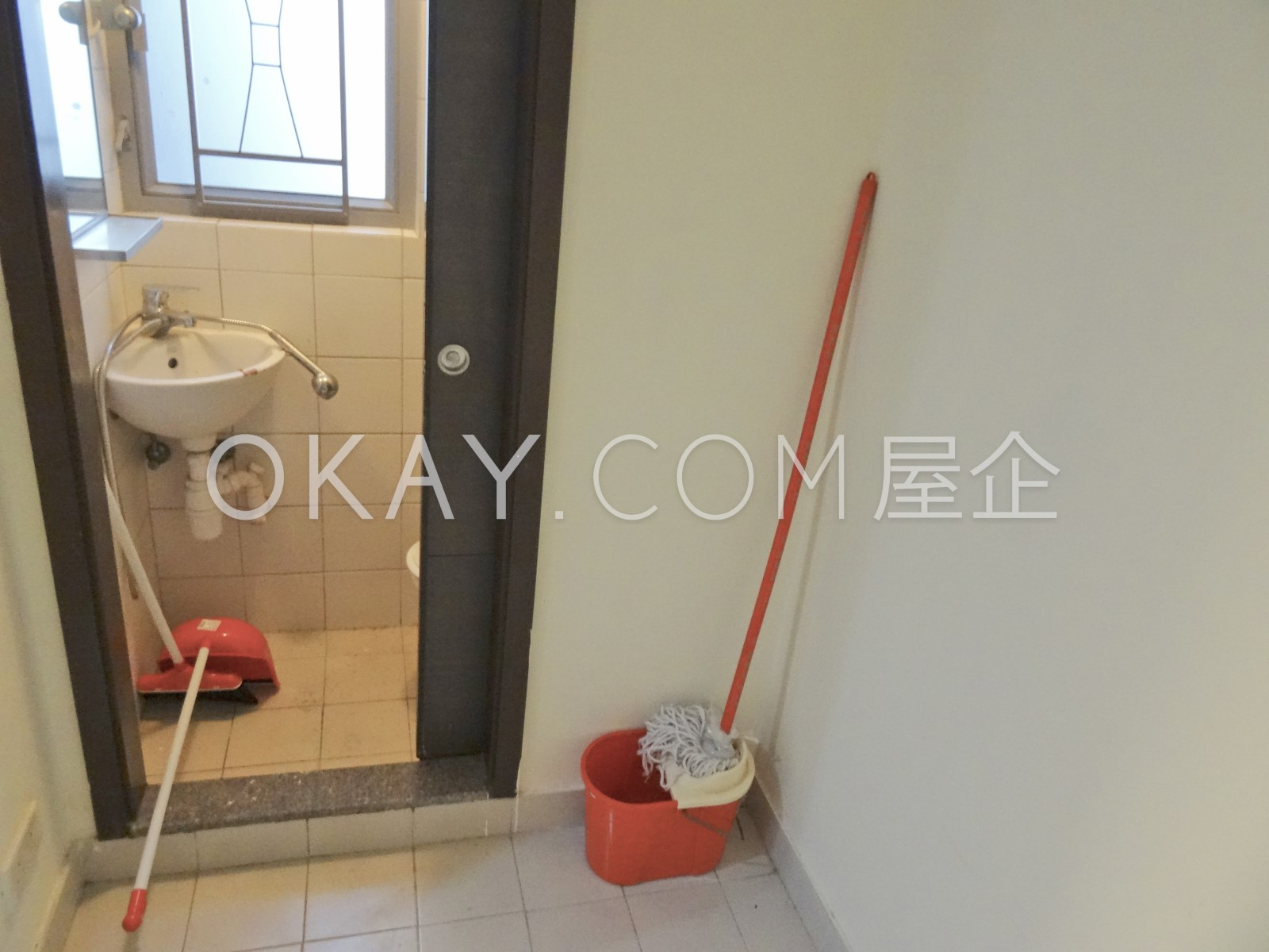 Maid's Room with shower room