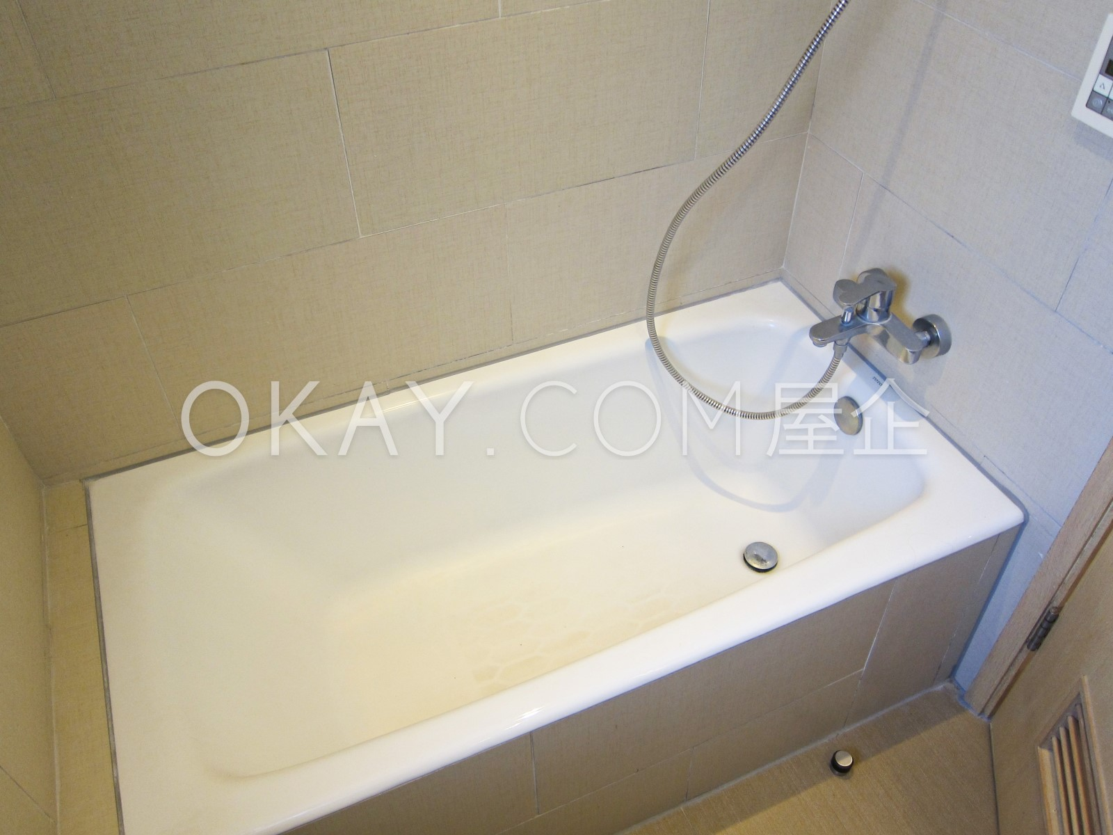 Guest bathroom pict 2